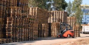 Pallets de Madeira Usados Empilhados