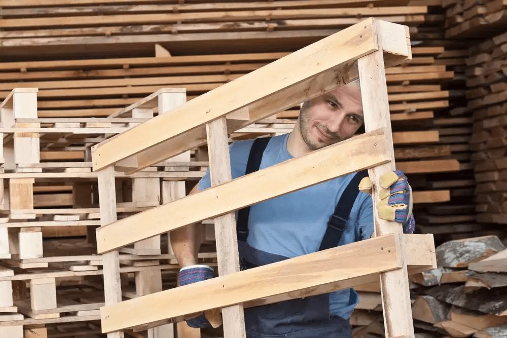 Quais vantagens dos pallets de madeira e de plástico?
